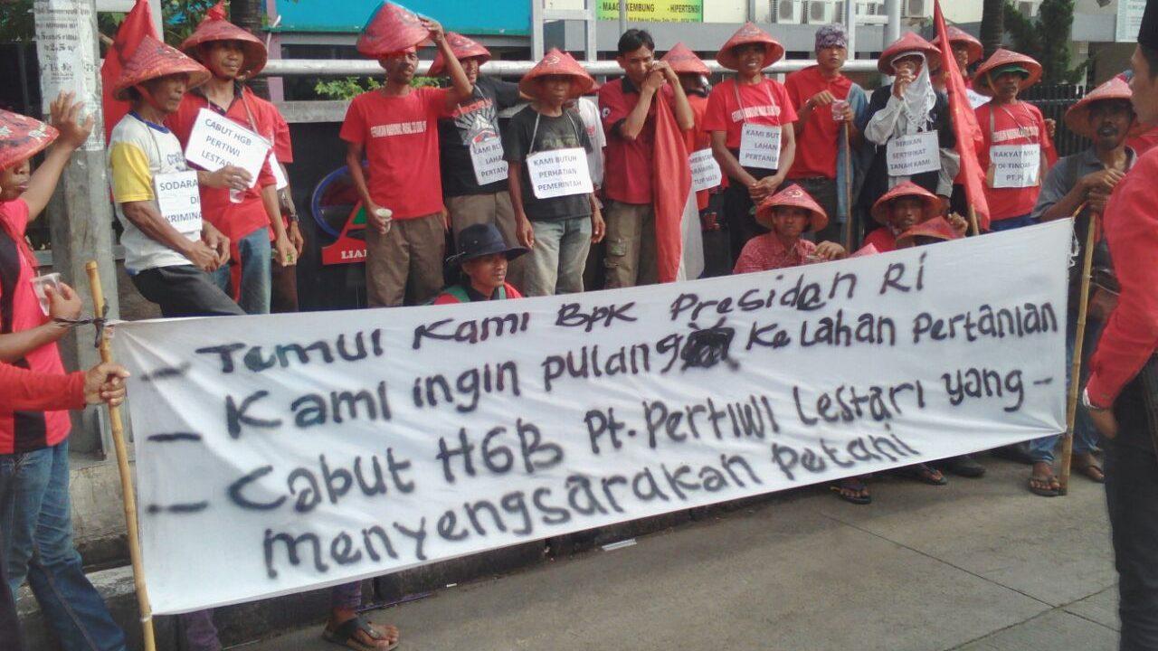 Petani Karawang Aksi jalan kaki ke Istana